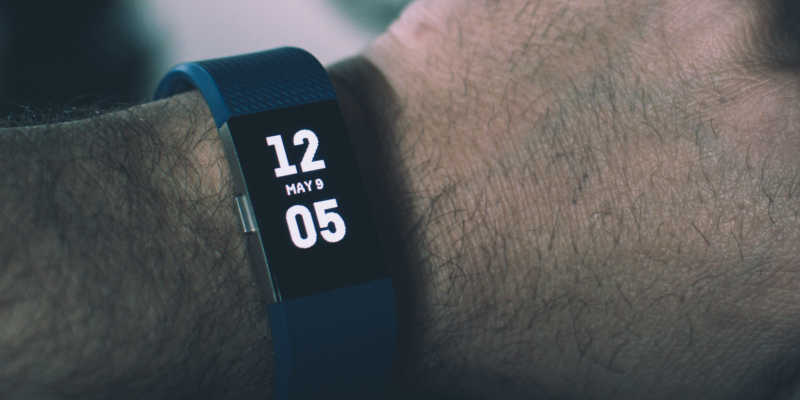 foto de uma smartband pulseira fitness